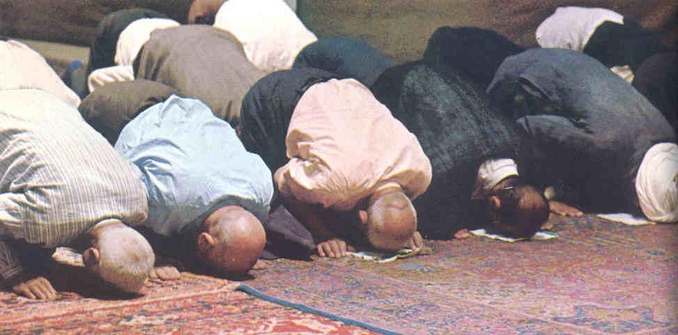 krant kopje met discriminatie van moslims